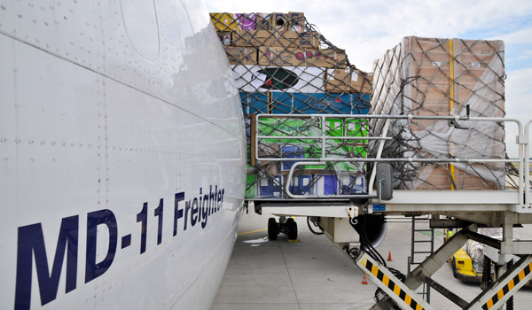 Loading of an MD-11F with fresh products