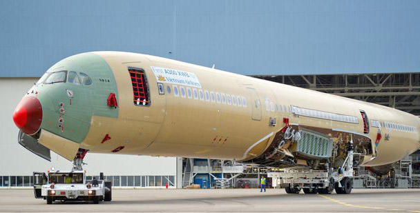 Sections of Vietnam Airlines' first A350 XWB arriving at the FAL