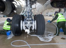 Eco landing gear cleaning (© Airbus)