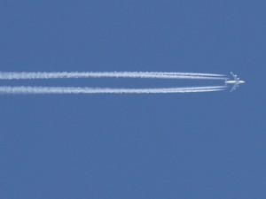 Emissions from a commercial aircraft (© DLR)