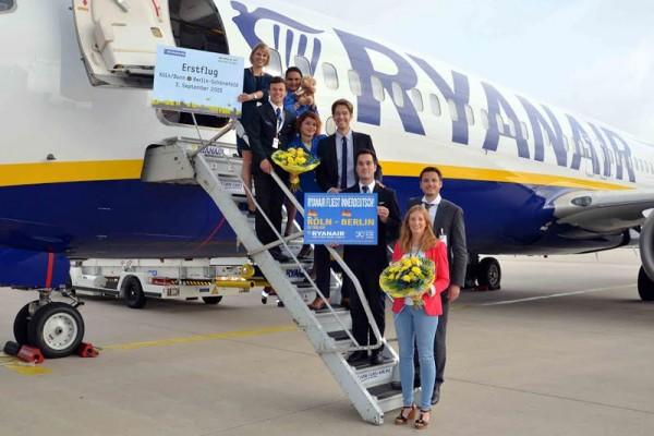 Begrüßung des Ryanair-Erstflugs aus Berlin am Köln Bonn Airport (© Ryanair)