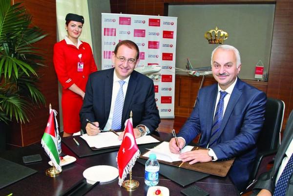 Vertragsunterzeichnung zwischen Royal Jordanian und Turkish Airlines (© THY)