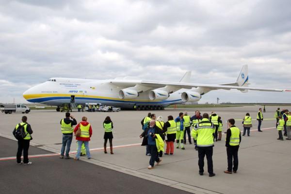 Begehrtes Fotomotiv: An-225 (© O. Pritzkow)