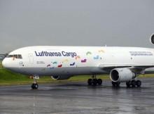 Lufthansa Cargo MD-11F weist auf die Hilfsorganisation Cargo Human Care hin (© LH Cargo)