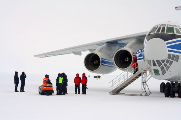 Il-76TD-90VD der Volga-Dnepr in der Antarktis (© VDA)
