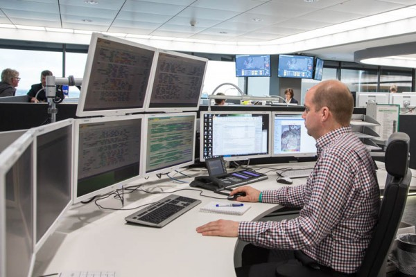 Mitarbeiter im IOCC (© Lufthansa)