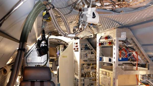Innenraum von HALO mit wissenschaftlichen Aufbauten (© DLR)
