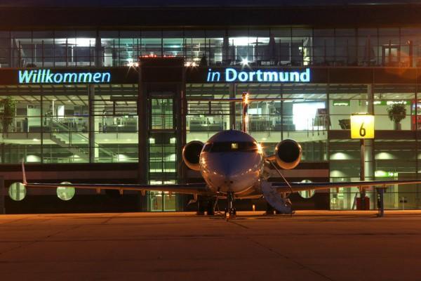 Flughafen Dortmund am Abend (© DTM Airport)