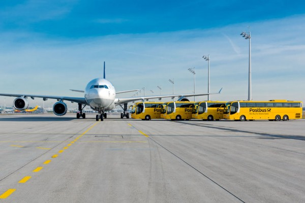 Mit dem Postbus zum Airbus (© FMG/ A. Heddergott)