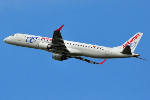 Air Europa Embraer 190 (H. Manusiwa CC BY-SA 3.0)
