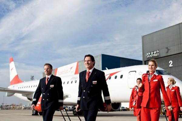 Austrian-Crew vor Embraer-Jet (© AUA)