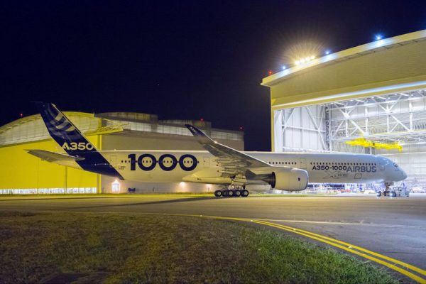Roll-out des ersten A350-1000 XWB in Toulouse (© Airbus)