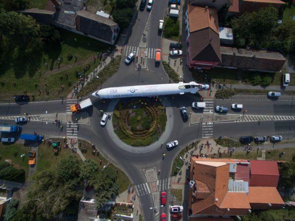 Transport der Tu-154 ins Museum (© Universal Transport)