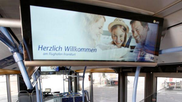 Echtzeit-Informationen in Vorfeldbussen am Flughafen Frankfurt (© Fraport)