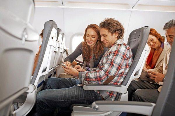Internetzugriff an Bord einer Lufthansa-Maschine (© Lufthansa/J. Goerlich)