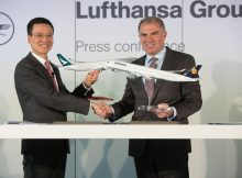 Ivan Chu, CEO Cathay Pacific Airways (li) und Carsten Spohr, Vorstandsvorsitzender der Lufthansa Group (re)