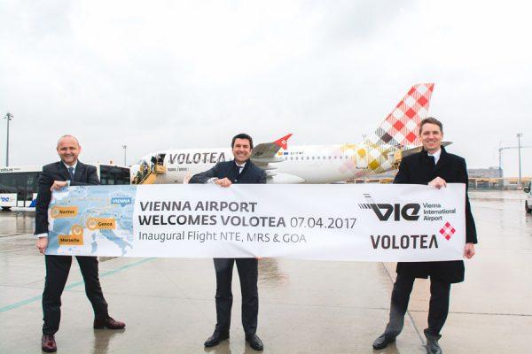 Norbert Kettner, Geschäftsführer von WienTourismus, Pierfrancesco Carino, Chief Sales Officer von Volotea, Mag. Nikolaus Gretzmacher,  Senior Vice President Operations (© VIE Airport)