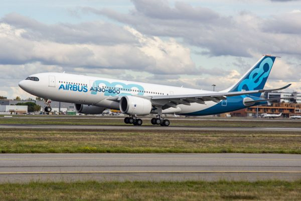 Airbus A330-800 setzt zur Landung an (© Airbus)